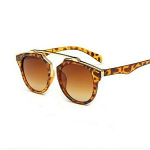 Accessories - Lovely modern chic turquoise tortoise sunglasses